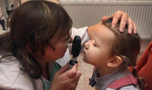 Фото №1 - В медосмотр младенцев хотят включить прием офтальмолога