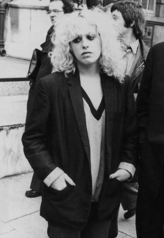 Фото №29 - Королевы рока: самые стильные жены и подруги культовых рок-звезд