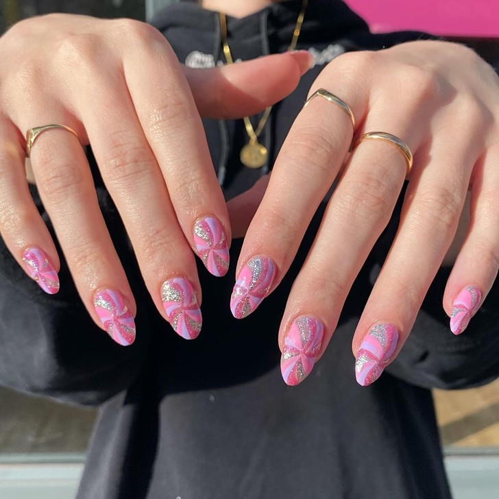 Фото №10 - Go pink! 15 идей розового маникюра