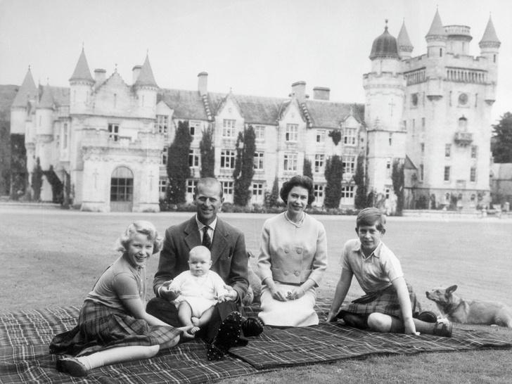 Фото №12 - Как простые люди: самые колоритные фото королевских пикников