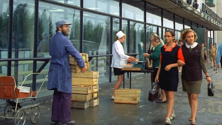 Фото №1 - Тренд из СССР: теперь в Москве можно сдать бутылки за скидку