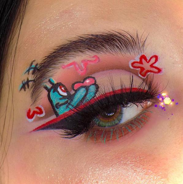 Фото №8 - Креативные стрелки: 10 способов разнообразить макияж глаз