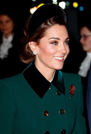Фото №14 - Как королевские модницы носят широкие ободки (и где искать похожие)