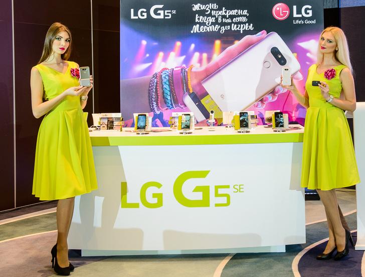 Фото №1 - LG представила новый смарфтон и вспомогательные устройства к нему