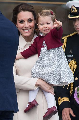 Фото №19 - Малыши-путешественники: первые зарубежные туры королевских детей