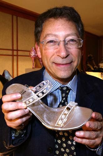 Фото №30 - Обувные бренды звезд, часть 3: Salvatore Ferragamo, Stuart Weitzman, Brian Atwood