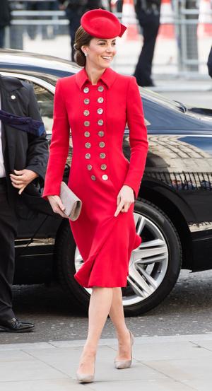 Фото №8 - Все цвета радуги: почему герцогиня Кейт так любит яркие пальто