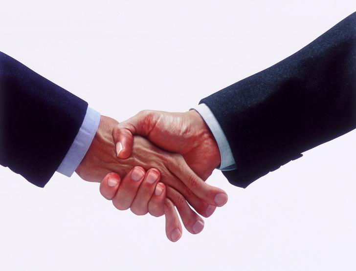 Фото №2 - Что говорит о тебе твое рукопожатие