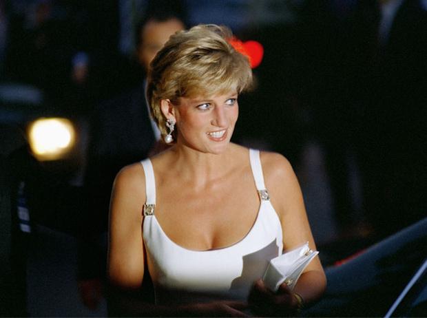 Фото №2 - Как принцесса Диана одевалась в 90-е годы