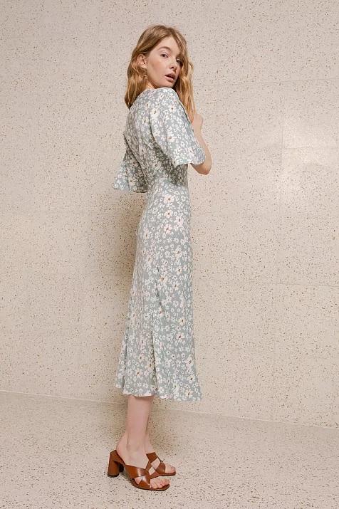 Фото №15 - Летом всем нам нужно платье в цветочек. Вот 20 нежных вариантов