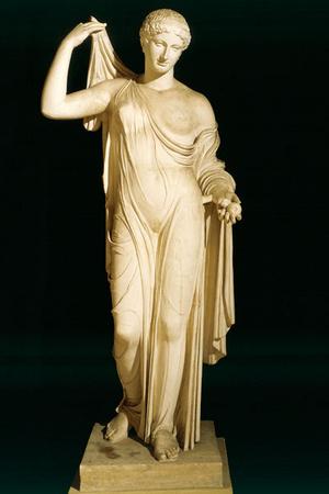 Фото №3 - История в деталях: как менялись вагиноплатья от Древней Греции до наших дней