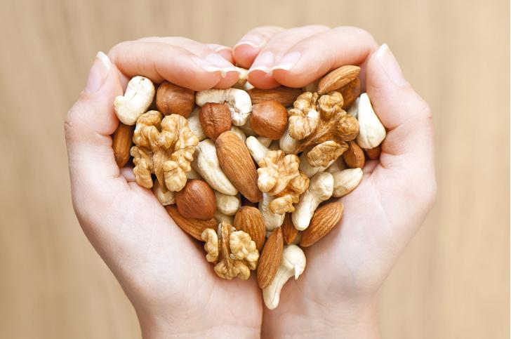 Фото №1 - Всего горсть орехов в день может продлить жизнь