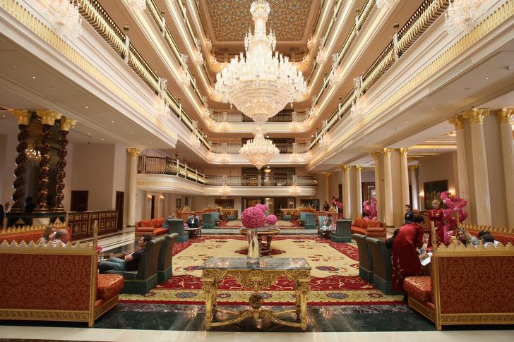 Фото №7 - Как король Черкизона построил «Титаник»-отель, где выступали Моника Беллуччи и Джей Ло, и как он его и потопил