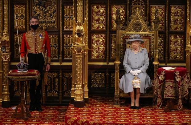 Фото №2 - Почему у короны Британской империи есть личный автомобиль и еще несколько фактов о главной королевской регалии