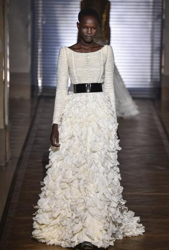 Фото №23 - 35 идей свадебных платьев с подиумов Недели высокой моды в Париже