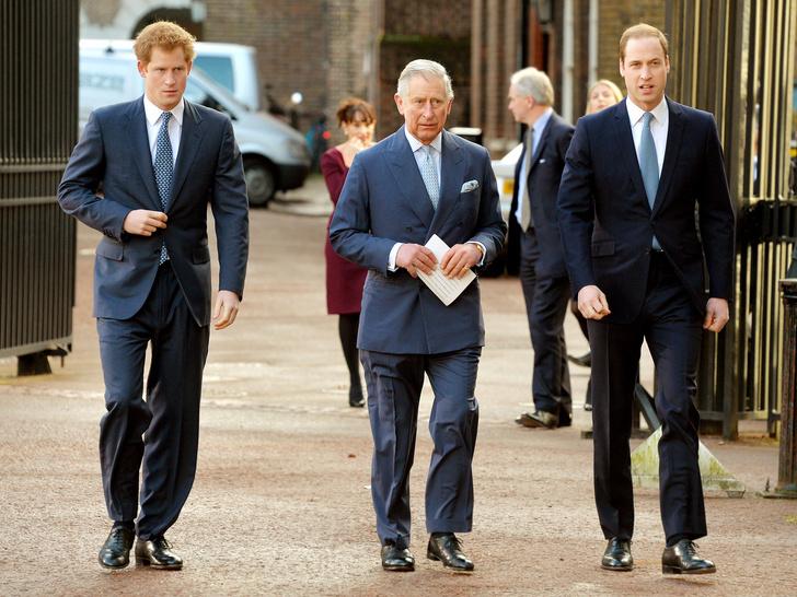 Фото №2 - Воссоединения не будет: каким был первый разговор Гарри с отцом и братом после интервью