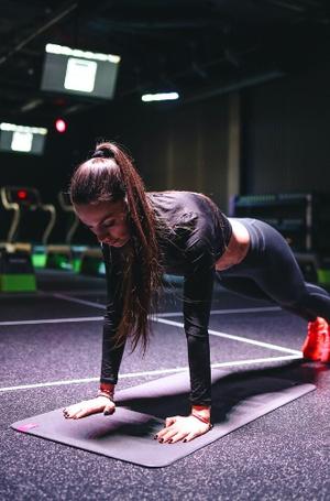 Фото №7 - Домашние тренировки: как заниматься спортом без инвентаря
