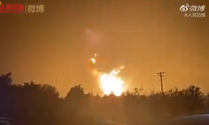 Фото №1 - Взрыв на китайской фабрике фейерверков удалось заснять на видео
