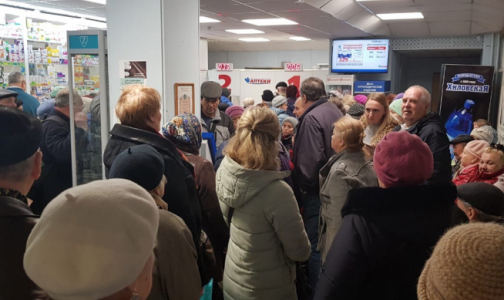 Фото №1 - День выдачи: Петербуржцы занимают очередь за тест-полосками и инсулином в 6 утра