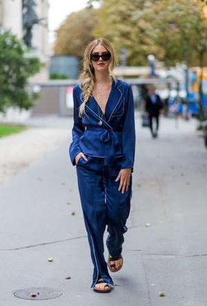 Фото №3 - Модная униформа: как носить пижамы вне дома (и даже в офис)