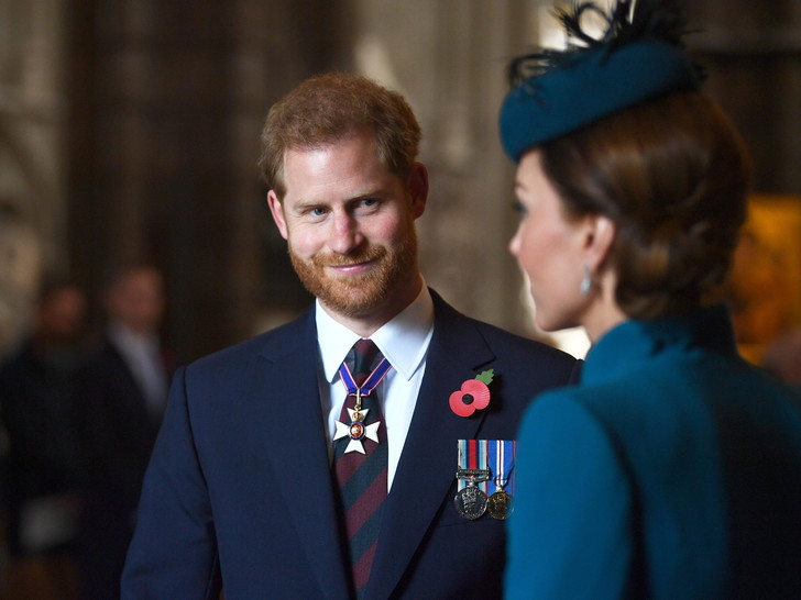 Фото №2 - Первый человек, которому Гарри сообщил о рождении дочери (это не Чарльз и не Уильям)