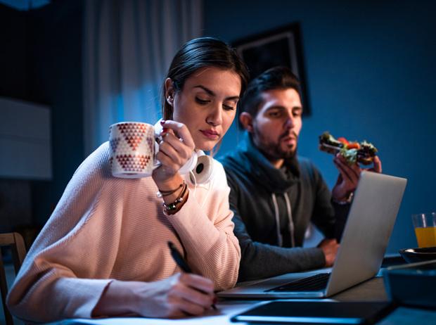 Фото №2 - Неразлучники: как сохранить отношения, когда вы вместе 24 часа в сутки