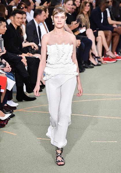 Фото №8 - Наталья Водянова снова в строю: модель на показе Givenchy