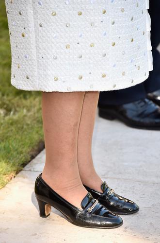 Фото №3 - Как отличить Королеву: каблук 5 см, сумка Launer, яркое пальто и никаких брюк