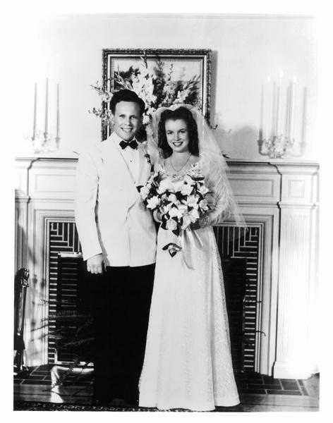 Фото №2 - Три свадьбы Мэрилин Монро: в чем выходила замуж главная блондинка Голливуда