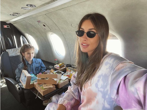Фото №1 - Как повзрослела! Фото 5-летней дочки Кети Топурии в частном самолете