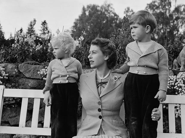 Фото №3 - Как Королева реагировала на ссоры принца Чарльза и принцессы Анны
