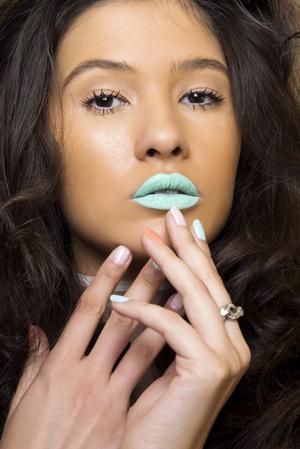 Фото №19 - Как правильно использовать зеленый цвет в макияже и маникюре