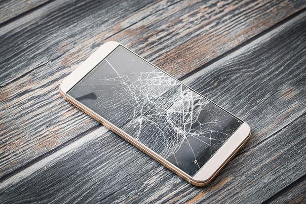 Фото №1 - Современный сонник: к чему снится разбитый айфон