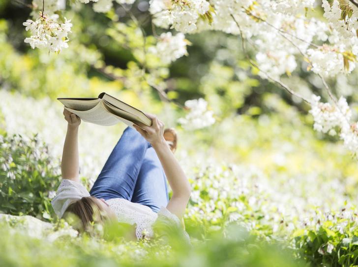 Фото №1 - 9 книг для идеальных майских праздников