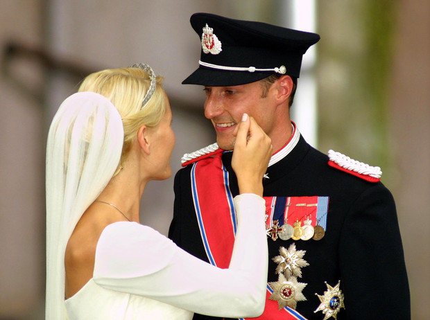 Фото №12 - Как простолюдинки спасли европейские монархии от краха
