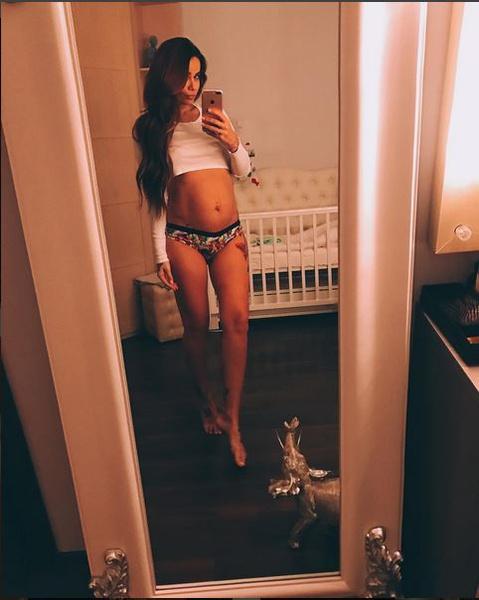Фото №1 - Айза Анохина показала фигуру после родов