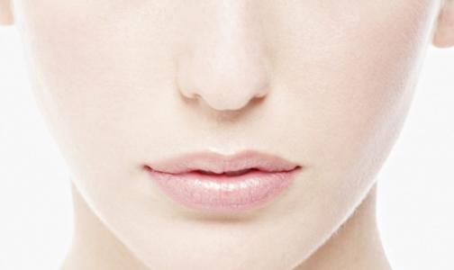 Фото №1 - На позвоночнике американки вырос нос