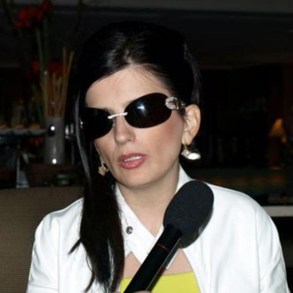 Фото №1 - Диана Гурцкая хочет помочь слепому астраханцу