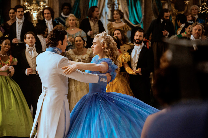 Фото №3 - Лили Джеймс: «Каждая из нас может встретить своего принца»