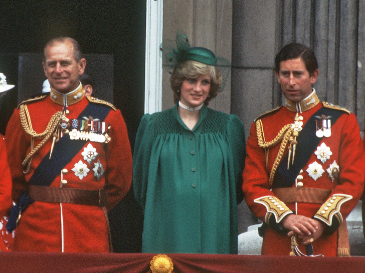 Фото №1 - Как принц Филипп отреагировал на развод Чарльза и Дианы (и чью сторону он занял)