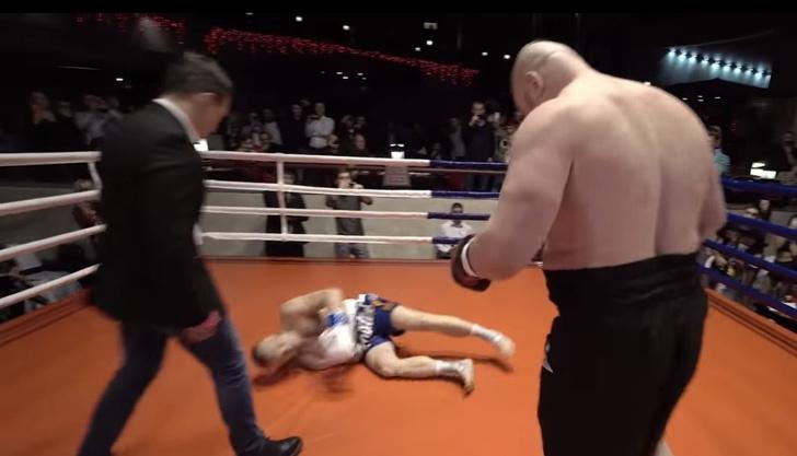 Фото №1 - Дацик нокаутировал соперника с помощью фирменного «колхозного крюка» (полное видео боя)