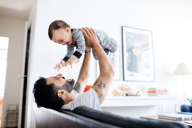Фото №1 - Появился новый тренд: заботливый отец