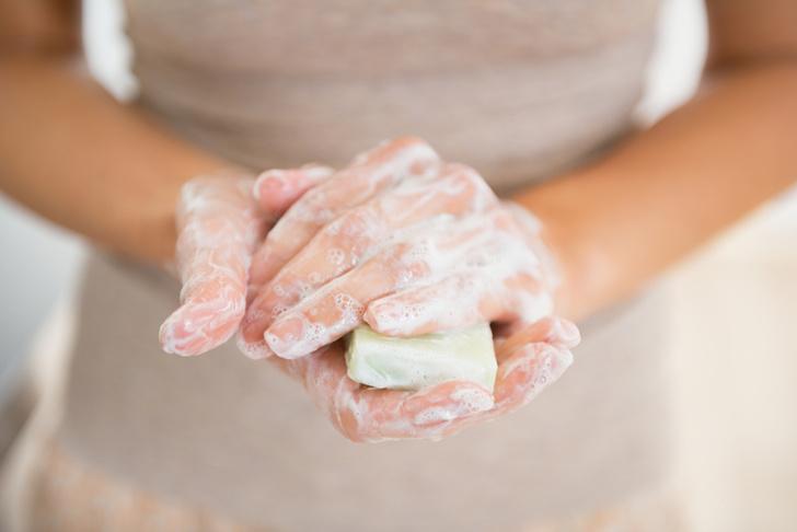 Фото №1 - Эксперты предупредили об опасности для женщин веществ, содержащихся в мыле