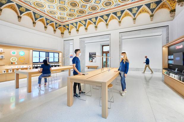 Фото №8 - Новый бутик Apple в Риме по проекту Foster + Partners