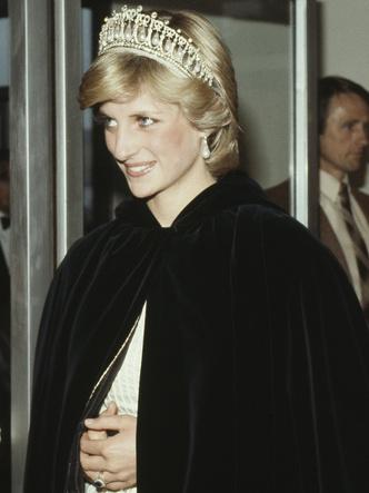 Фото №2 - Неожиданная причина, почему королевские особы не любят носить тиары