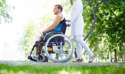 Фото №1 - За взятки и выдачу фиктивных справок об инвалидности петербурженке дали условный срок