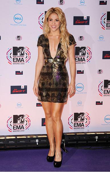 Шакира, платья звезд с пайетками, модный провал, странные образы с пайетками, блестки, пайетки
