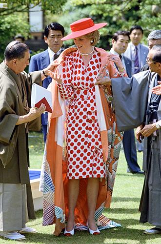 Фото №50 - 60 красных нарядов: как принцесса Диана носила любимый цвет