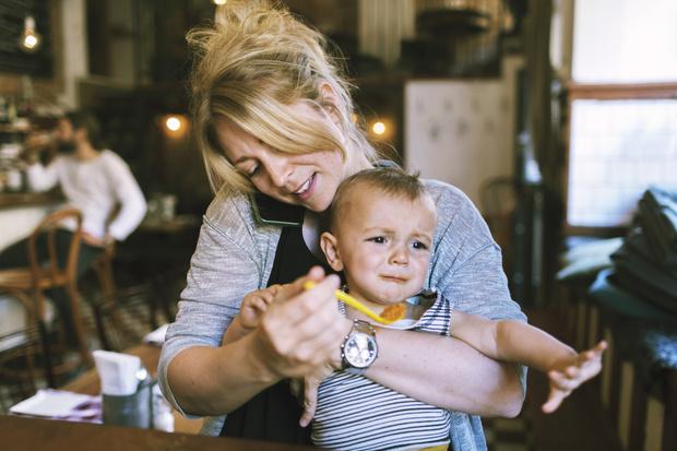Фото №2 - 5 признаков, что вы кормите ребенка неправильно