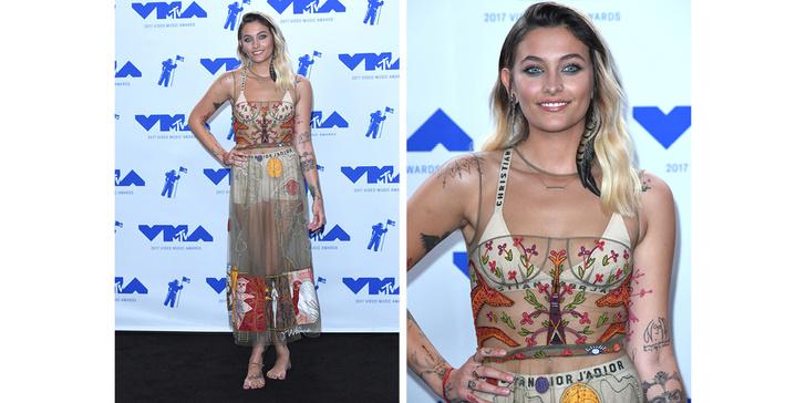 Фото №5 - Кто отличился на красной дорожке MTV VMA 2017? Оцениваем наряды